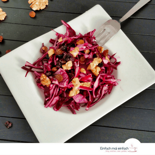 Red cabbage slaw with walnuts and raisins 3