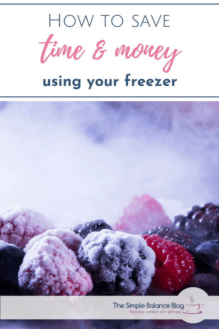Do you often wonder how to best use your freezer space and if you are freezing the right things? Would you like to make the most out of your freezer? With these tips you can save time and money and use your freezer's full potential. #organizing #freezer #spacesaver #moneysaver
